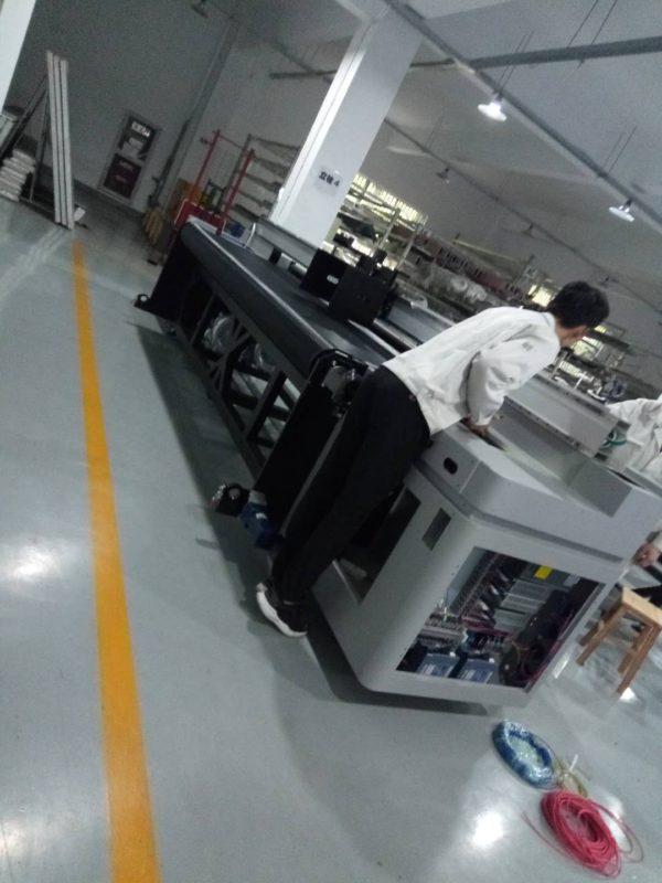 Процесс сборки гибридного УФ принтера